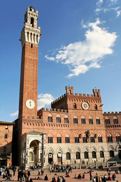Foto Siena: Town Hall and the Tower of the Eater