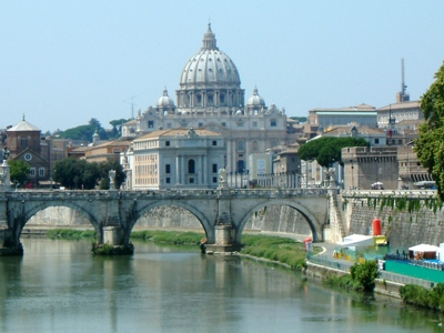 Foto Roma: St. Peter's Basilica and theTevere