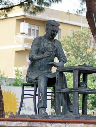 Foto Santa Maria a Vico: The shoemaker