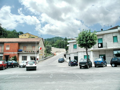 Foto Campoli del Monte Taburno: La Marmora Square(Postal Office and Town Hall