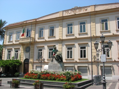 Foto Sant'Agnello: Town hall and War Memorial