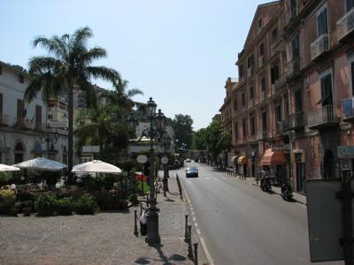 Foto Sant'Agnello: St. Agnello's Square and Italia Corso (Main Street)