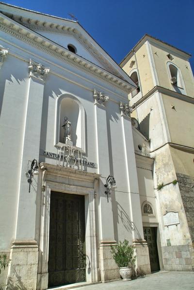 Foto Altavilla Irpina: Saint Peregrine Collegiate Church