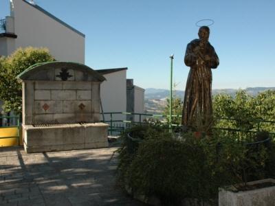 Foto Cercemaggiore: Saint Pius of Pietrelcina statue & fountain